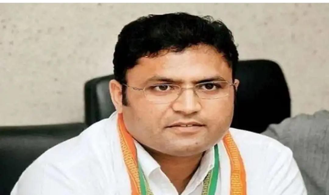 Day after Protesting Outside Sonia's House, Haryana Leader Ashok Tanwar Resigns from Cong's Poll Committees