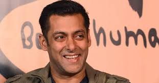 Salman Khan snatches phone away from fan: Netizens left in delimma about star's behavior