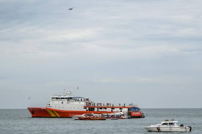 Indonesia locates two black boxes of crashed plane