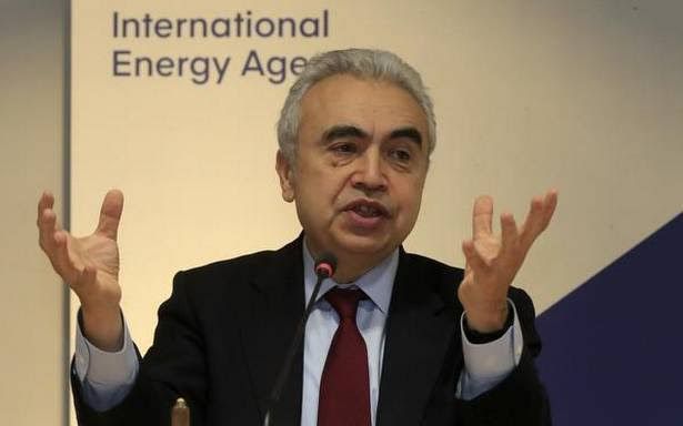 India inks MoU with IEA for global energy security