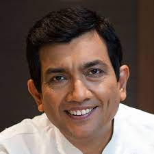 Chef Sanjeev Kapoor came forward to serve meals to frontline workers in Mumbai